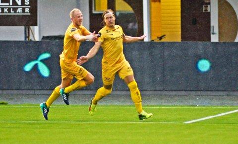 Martin Bjørnbak ble matchvinner lørdag. Bak kommer Vegard Leikvoll Moberg. Foto: Rune Stoltz Bertinussen / NTB scanpix