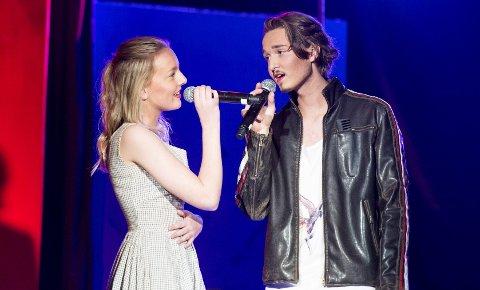 Emma Lunde og Sander Traae Ådlandsvik spiller Solveig og Sammy i Fana skoleteaters siste oppsetning, «Glease». De skaper feelgood-stemning.