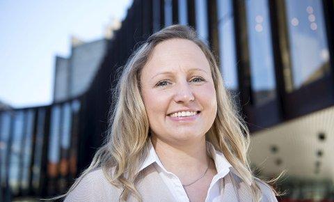 SATSER: – Jeg hadde gründerfølelsen i magen, så jeg ville satse på noe eget, sier Kathrine                                                Molvik, som har laget sveisefimaet FeC i Knarvik. I mars fikk hun prisen Female Entrepreneur 2016 fra kronprinsesse Mette Marit. FOTO: SKJALG EKELAND