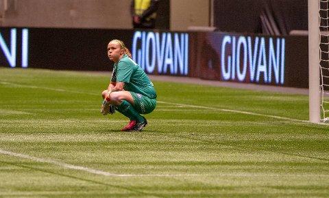 Nora Neset Gjøen depper etter å ha fått bank av LSK i cupfinalen.