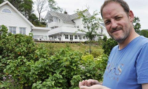Gründer: Torstein Hatlevik startet med en 80 kvadratmeter rønne og bygget opp dette uten å ha særlig å starte med.– Man kan ikke leve godt, elske godt eller sove godt uten å spise godt, sier han.FOTO: DAG BJØRNDAL