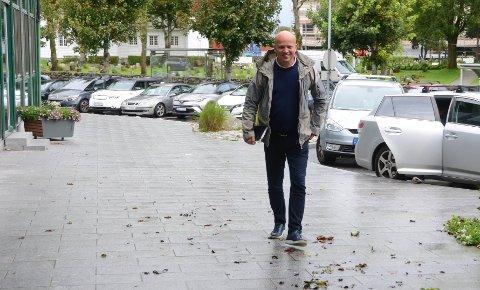 Visitt på servicetorget: Sp-leder Trygve Slagsvold Vedum tok turen innom Randaberg, og budskapet hans er at kommuner som Randaberg er effektive, mindre enheter med nærhet til innbyggerne som fungerer godt.