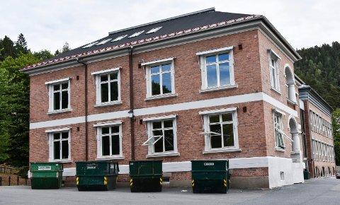 FULL: Flere skoler i Drammen er fulle. Børresen ungdomsskole vil sannsynligvis ha kapasitetsproblemer både i 2022 og 2024.  Endring av skolekretsgrenser er et av forslagene for å løse utfordringene.