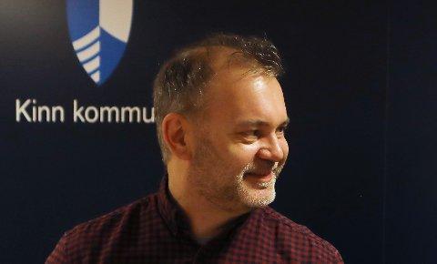 PÅ BALLEN: Ordførar i Kinn kommune, Ola Teigen fortel han forventningar når han onsdag møter administrasjonen i Felleskjøpet Agri.