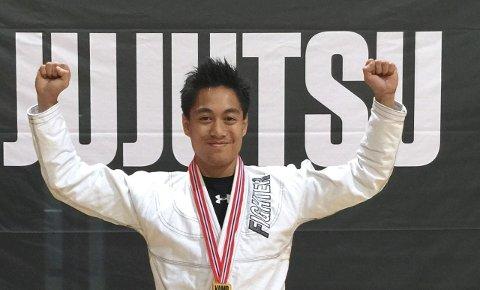 FORNØYD: Christoffer Forsberg kopierte fjorårets gullmedalje under NM i Ju Jitsu i Kristiansand.