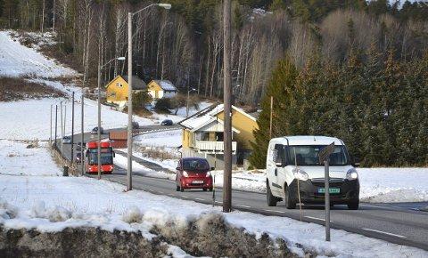 Evenrødveien/Seppoveien: På denne strekningen passerer det over 500 biler i timen i rushtiden. Trafikkveksten er formidabel på en vei som ikke er dimensjonert for en trafikkøkning.foto: terje Antonsen