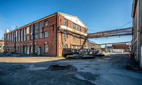 Fredrikstad har en rekke industribygninger som tar seg godt ut på film.  (Denne bygningen ved Hydrogenfabrikken, kalt Biltapperiet, ble jevnet med jorden i november).