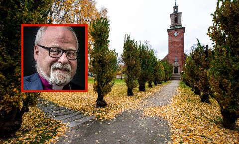 CYBERSPACE: Atle Sommerfeldt forteller at kirkens menn utfører sin geistlige gjerning med digitale hjelpemidler nå som smittefaren stanser ordinære gudstjenester.
