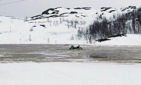 TATT AV FLOM: Slik ble snøscooteren stående denne uken.