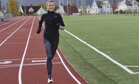 I NARVIK: Yngvild Elvemo blir å ta seg treningsøkter på stadion mens hun besøker familien i Narvik.