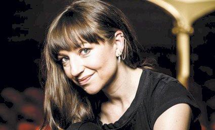 INSPIRASJON: Andrea Bræin Hovig brukte biblioteket på Flisa mye da hun vokste opp i Åsnes. Dette er gode minner for skuespilleren og forfatteren.