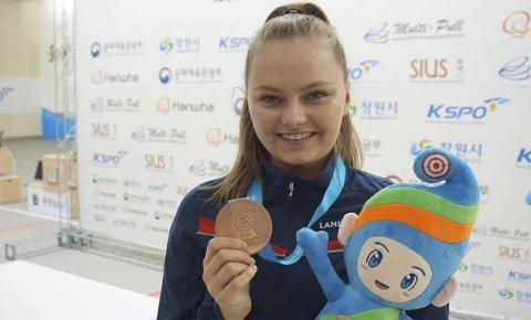 Satser mot Tokyo: Jenny Stene kapret en sensasjonell tredjeplass i verdenscupen i luftrifle i Sør-Korea i april, og   nå satser nesbuen alt på OL-deltagelse i 2020.FOTO: SKYTTERFORBUNDET