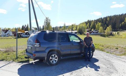 Tor Arne Voll satte bilen i veien for anleggstrafikken.