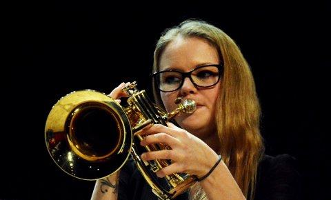 "Hilde Sorken var solist med Lillehammer brass på flugelhorn i ""Follow the Flame""."