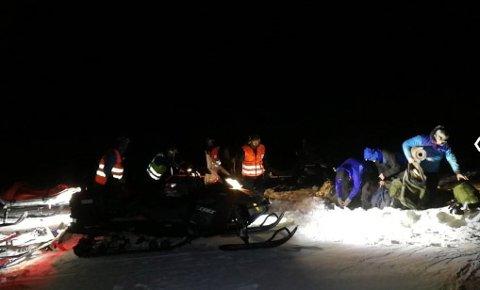 Like før klokka 3 natt til lørdag ble det tre skiløperne, som hadde gravd seg ned i en snøhule, funnet av hjelpemannskaper fra  Røde Kors Lom og Bøverdalen.