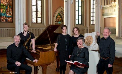 Carl-Andreas Næss, piano, Jørgen Lund Karlsen, saksofon, Åshild Skiri Refsdal, sopran,  Guro Skottene, leser poesi sammen med Dag Skottene, til høyre.