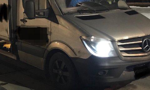 FOR TUNG: Denne varebilen ble stoppet med 1600 kilo for mye torsdag kveld.