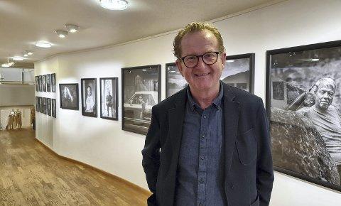 VIKTIG HISTORIE : Hamar-fotograf Arnfinn Johnsen har portrettert 82 paralympiske gullvinnere i sin nye utstilling som nå er åpnet på Maihaugen. Han er ikke i tvil om at dette er det viktigste prosjektet han har jobbet med i sin lange karriere som fotograf.