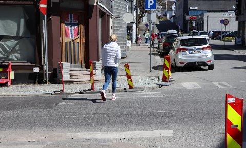 FOLK I FARTEN: Sørhauggata er en åre for folk i bevegelse. I bil eller som myke trafikanter. Nå blir framkommeligheten lettere.