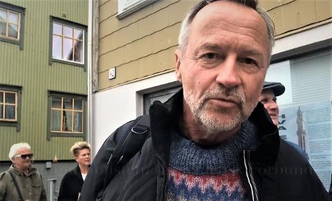 Kommunestyrepolitiker i Dønna, Leonid Rødsten (Rødt) sier at brevet som ordfører Nils Jenssen har sendt ut og der han beskriver at lokalpolitikerne latterliggjøres og belæres er helt ukjent for han. - Jeg ber ordføreren om en konkretisering om hva det er som har foregått, sier han til iSandnessjøen.