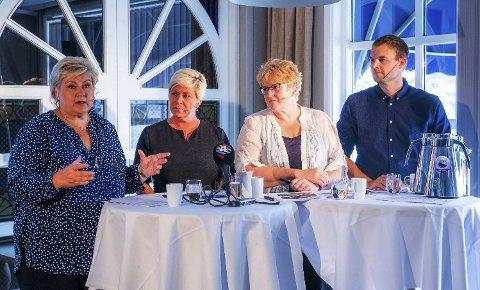 Partilederne: Erna Solberg (H), Siv Jensen (Frp), Trine Skei Grande (V) og Kjell Ingolf Ropstad (KrF) under Arendalsuka før bompengestriden begynte for alvor. Foto: Håkon Mosvold Larsen (NTB scanpix)