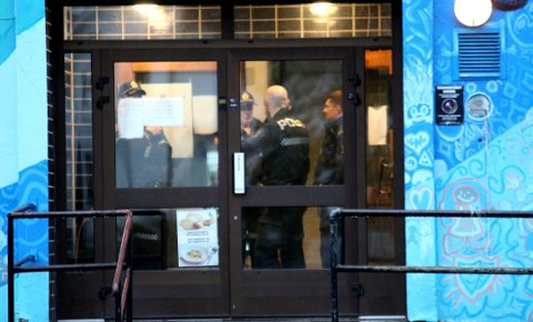 TRUET MED KNIV: Forrige onsdag ble to ungdommer utsatt for knivran. Nå har fire mindreårige innrømmet å stå bak ranet.