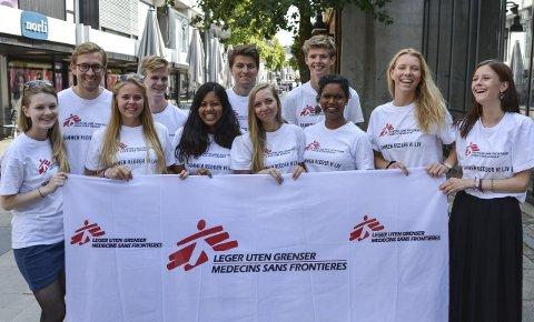 ENGASJERTE: Danielle Aker-Bjørke (fra høyre), teamleder Mia Walle-Hansen og resten av gjengen som nå er i Moss.