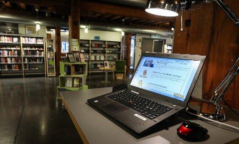 DIGITALKURS: Moss bibliotek tilbyr kurs for seniorer som er nysgjerrige på digitale løsninger.