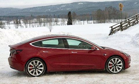 Model 3 går rett i strupen på de kompakte og folkelige elbilene når den nå kommer i ny og rimeligere utgave.