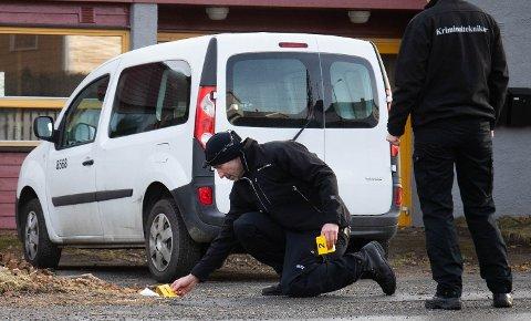 Søndag 26. januar inspiserte kriminalteknikere området der overfallet skal ha skjedd.