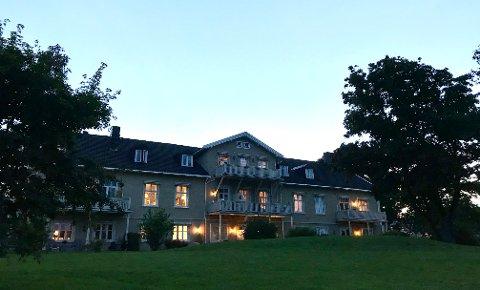 Staselig: Fabrikkeier Kjell W. Gabrielsen bodde på Grimsrød gård fram til sin død i 1993. Siden er gården bygget om til leiligheter. Edvard Munch bodde her fra 1913 til 1917.
