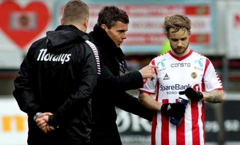 KNUTE PÅ TRÅDEN: Daniel Berntsen (t.h.) forteller til Nordlys at han ikke mener samarbeidet med trener Simo Valakari har fungert i 2019.