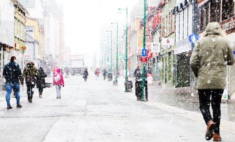 GOD HELG: Slik ser det ut i Tromsø sentrum fredag ettermiddag. Foto: Stian Saur