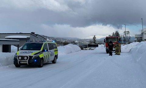 RYKKET UT: Både brannvesenet og politiet rykket ut etter melding om trafobrannen i Tromsdalen.