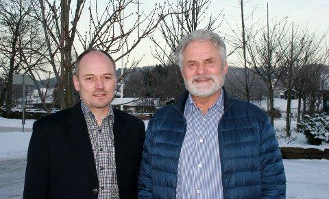 TOPPSKIFTE: Trond Mæhlum fra Dokka (til venstre) tar over jobben som daglig leder på Begna bruk etter Torkild Waagard.