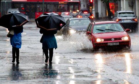 VÅTT OG MYE REGN: Natt til mandag kommer det mye regn i Vestoppland. Og høstferien ser grå ut.