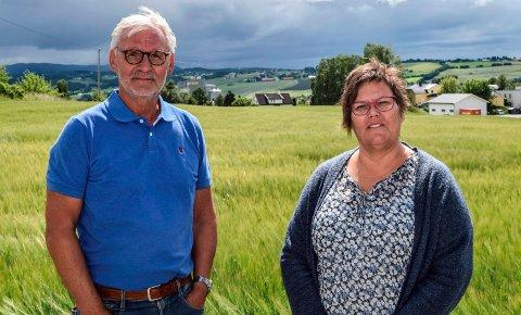 NYTT BOLIGOMRÅDE: Kommunalsjefene Bjørn Bollum og Lisbet Kjøniksen ser for seg at et nytt boligområde mellom Lena sentrum og Labo skal imøtekomme flere typer boligbehov i Østre Toten.