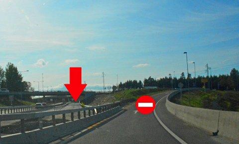 NY AVKJØRINGSRAMPE: Trafikken sørover skal nå kjøre på den nye avkjøringsrampen under pil. Den slynger seg i en bue og er lenger slik at køen ikke skal gå helt ut på E18. Den gamle avkjøringsrampen til høyre blir stengt.