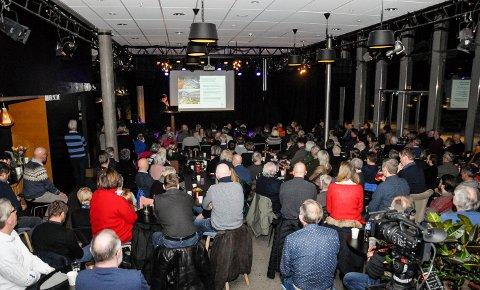 Stor interesse: Bane NOR har holdt flere informasjonsmøter og å åpne kontordager om InterCity i Larvik. Her fra et folkemøte tidligere i vinter.