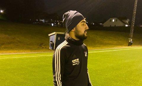 Erfaren: Frams nye assistentrener, Armin Ghasemi, har mange år som trener i Strømsgodsets ungdomsavdelingen. 22-åringen bestemte seg tidlig for å bli fotballtrener. Her er Ghasemi i aksjon på Frams trening på Månejordet torsdag kveld.