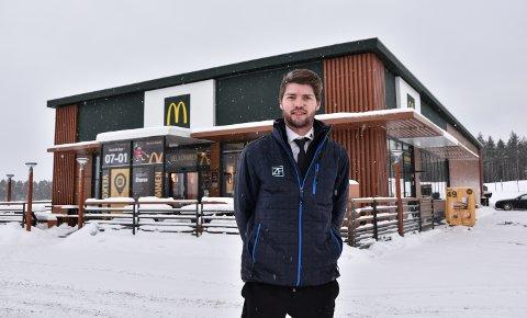ANSETTER FLERE: Restaurantsjef Espen Haugen Dalbak ved McDonald's Elverum.