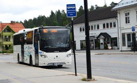 KAN BLI RAMMET. B63-ruta mellom Elverum og Løten kan bli rammet av innsparingene i budsjettet for kollektivtransporten i Innlandet.
