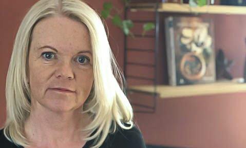 PLANLEGGER FOR FLERE SYKE: Siri Sørlie, her på bilde hjemmefra fredag, forteller om forberedelser og profesjonelle sykepleiere i en vanskelig situasjon.