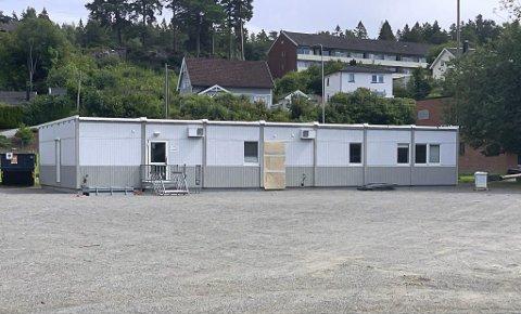 Brakkerigg med to klasserom på Grønli skole.