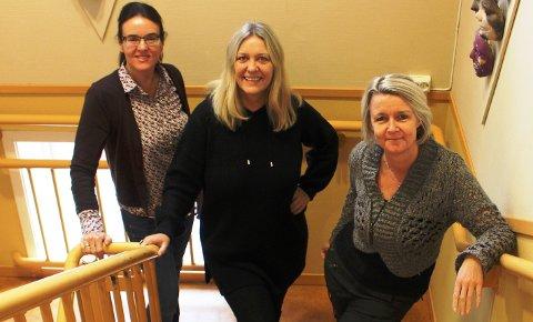 I RÅDHUSET: Kulturkontoret har flyttet ut av Sentrumsgården og inn i Bamble rådhus. Her er kulturmedarbeiderne Anne Hvål og Gitte Tokheim sammen med kultursjef Trude Lyng.