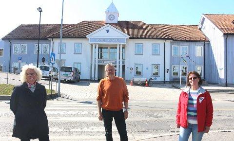 FLERTALL: Hege Braathen (Ap), Høgne Skøld (Sp) og Gro Grenager (SV) fikk flertall i formannskapet om at innskuddet skal fjernes for kommunale omsorgsboliger. Hvis kommunestyret fatter samme vedtak 6. mai, blir det stanset med å måtte betale innskudd for en kommunal omsorgsbolig i Bamble.