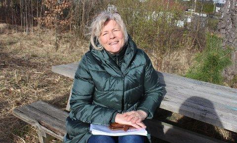 SLÅSS IMOT: Som nabo til Gladhaug i Ekstrand, slåss Anne Bjørg Arntzen mot planene om å bygge eneboliger på området som hun mener en en perle og et naturskjønt område for beboerne i det etablerte boligområdet.