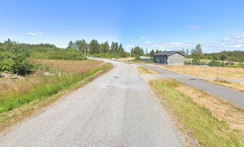 FÅR NY ASFALT: Motorsportveien blir asfaltert i løpet av sensommeren/høsten.
