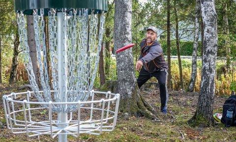 Kurs: Ungdom fra Rakkestad i alderen 6 til 18 år kan delta på frisbeegolfkurs lørdag 5.juni. Gaute Austneberg, styreleder i Rakkestad Frisbeeklubb, håper kurset vil bli godt mottatt.