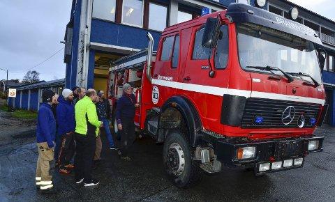 BRANNBIL: En gjeng fra Lurøy var sist uke i Rana for å hente sin nye brannbil. Foto: Hugo Charles Hansen